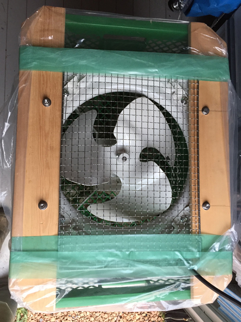 自作ニンニク乾燥機。制作過程2。換気扇部