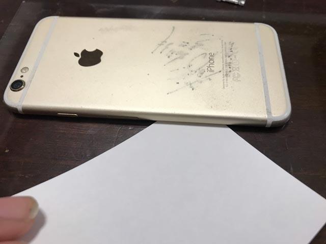 iPhoneのフレームの歪みをチェックする