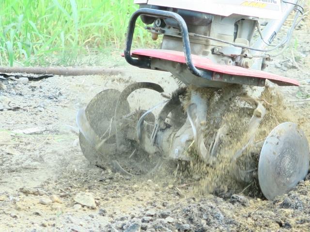 車軸ロータリー式耕運機のアップ